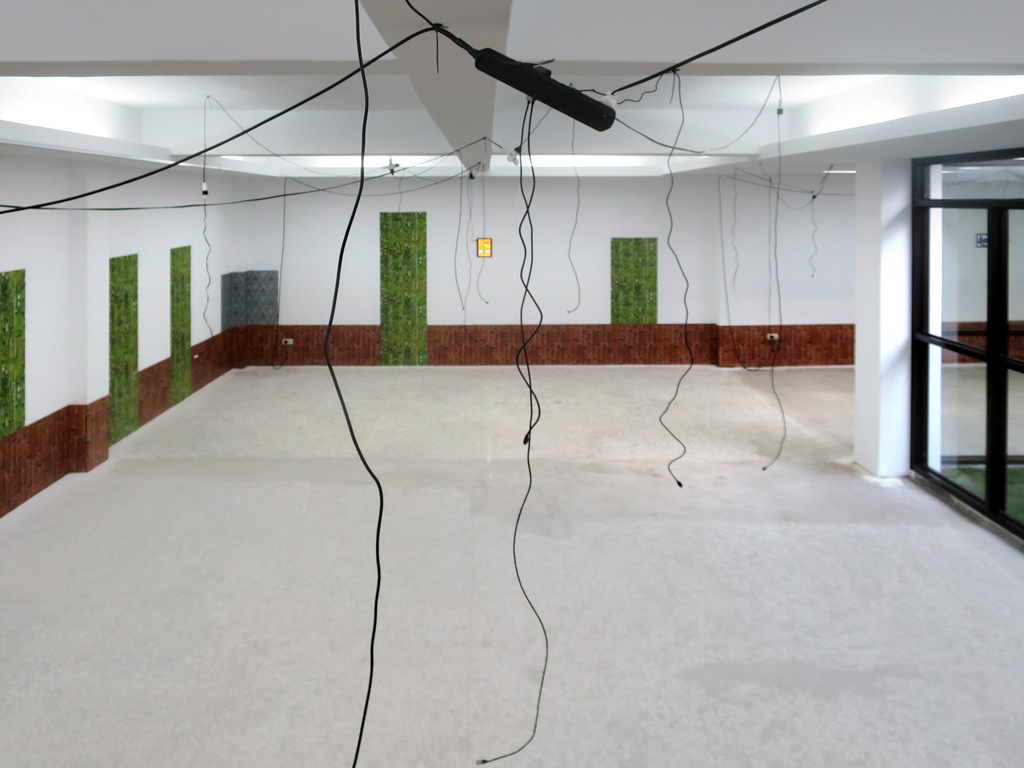 Claude Closky, 'Notification,' 2018, 7 pads, 40 usb power cables for smartphones and pads available to the public, color wallpaper pasted on the room walls, 280 x 1332 x 1122 cm, unlimited duration. Installation view Greater Taipei Biennial 'Daily+' curated by Chun-Yi Chang