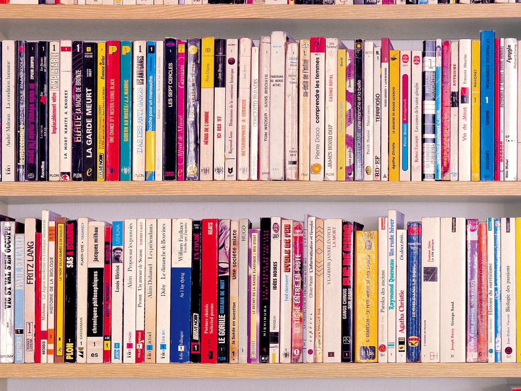 Claude Closky, 'Collection Beginning', 1992, paperback books, shelf, 90 x 70 x 30 cm.