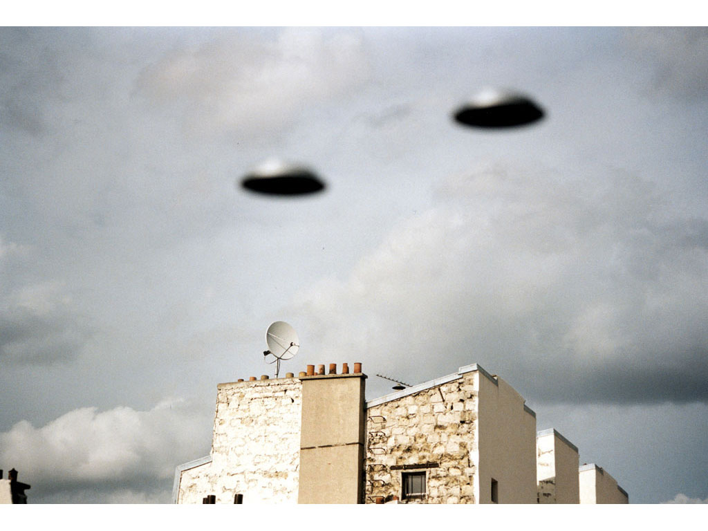 Claude Closky, 'Flying saucer, rue Varlin (4)', 1996, c-print, 20 x 30 cm.