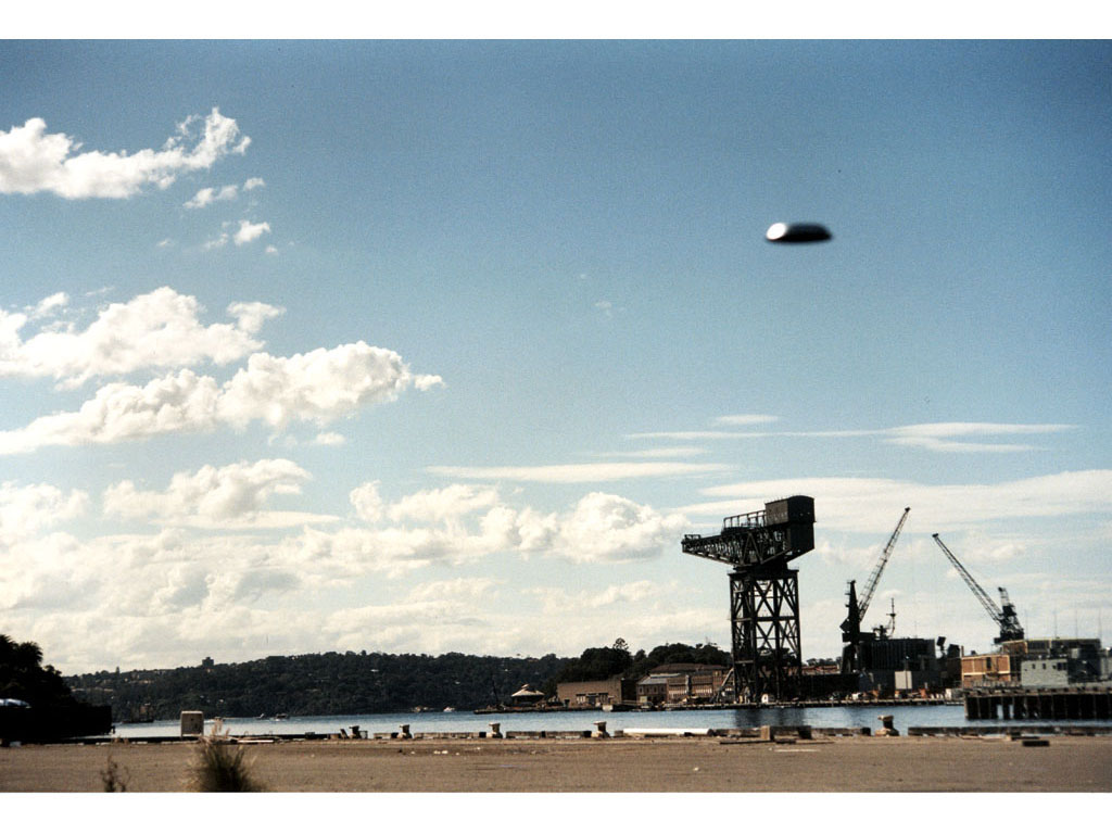 Claude Closky, 'Flying saucer, port de Sydney (6)', 1996, c-print, 20 x 30 cm.