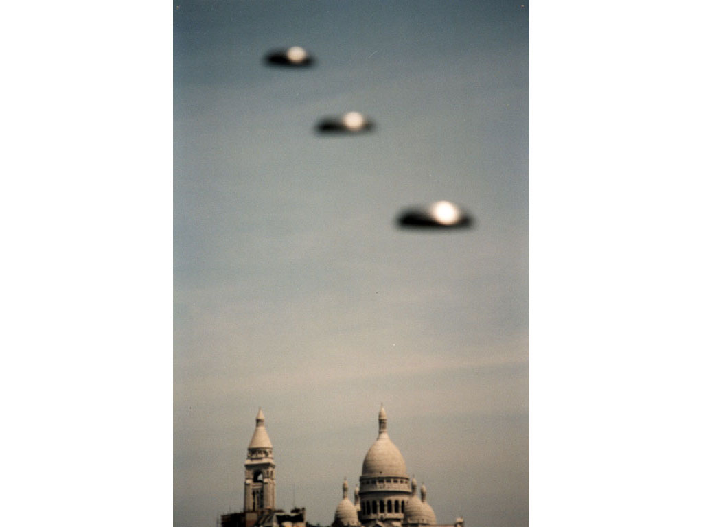 Claude Closky, 'Flying saucer, Montmartre', 1996, c-print, 20 x 30 cm.